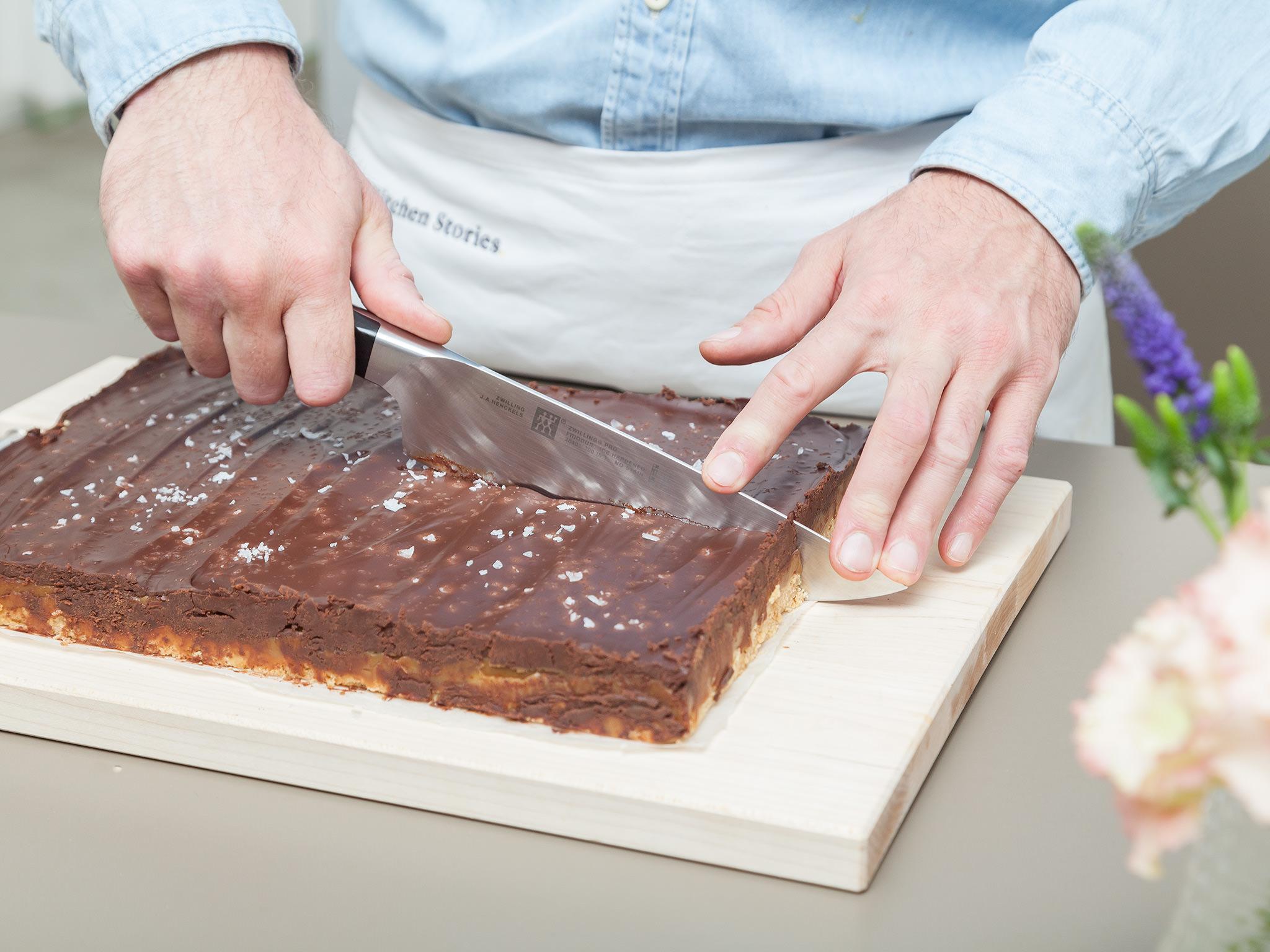Krojenie ciasta w kostkę