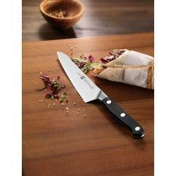 Kompaktowy nóż szefa kuchni z ząbkami Zwilling Pro