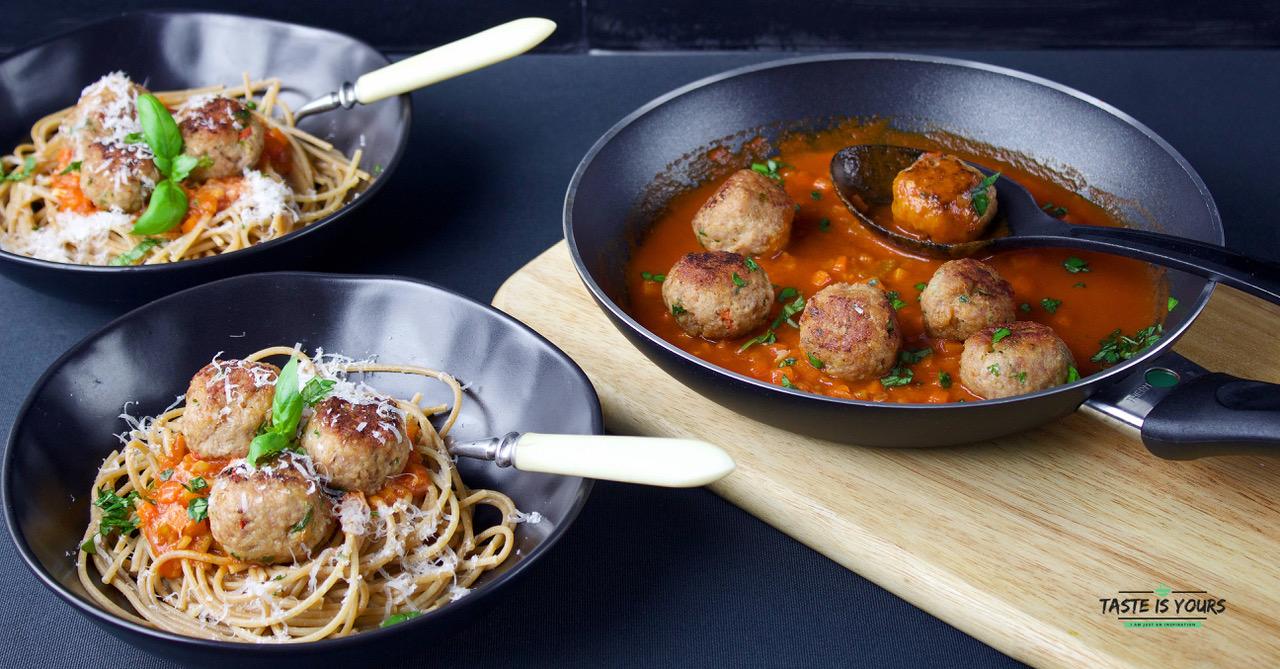 Klopsiki z indyka ze spaghetti